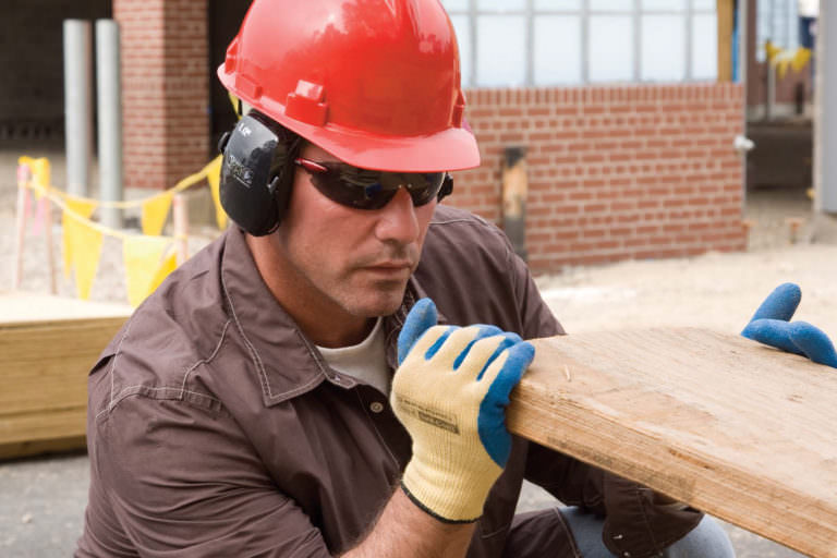 Construction worker wearing prescription Honeywell safety glasses by Securo Vision.