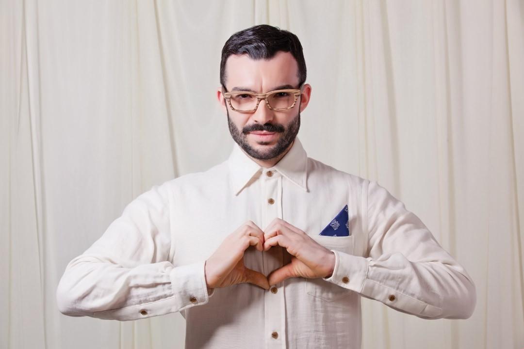 Man wearing Brooklyn Spectacles Tilden eyeglasses in Tiger/Brown.