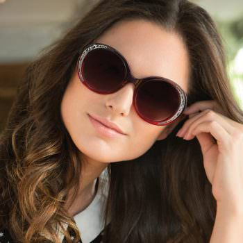 Woman wearing FYSH UK F-2001 plastic sunglasses in grey/berry.