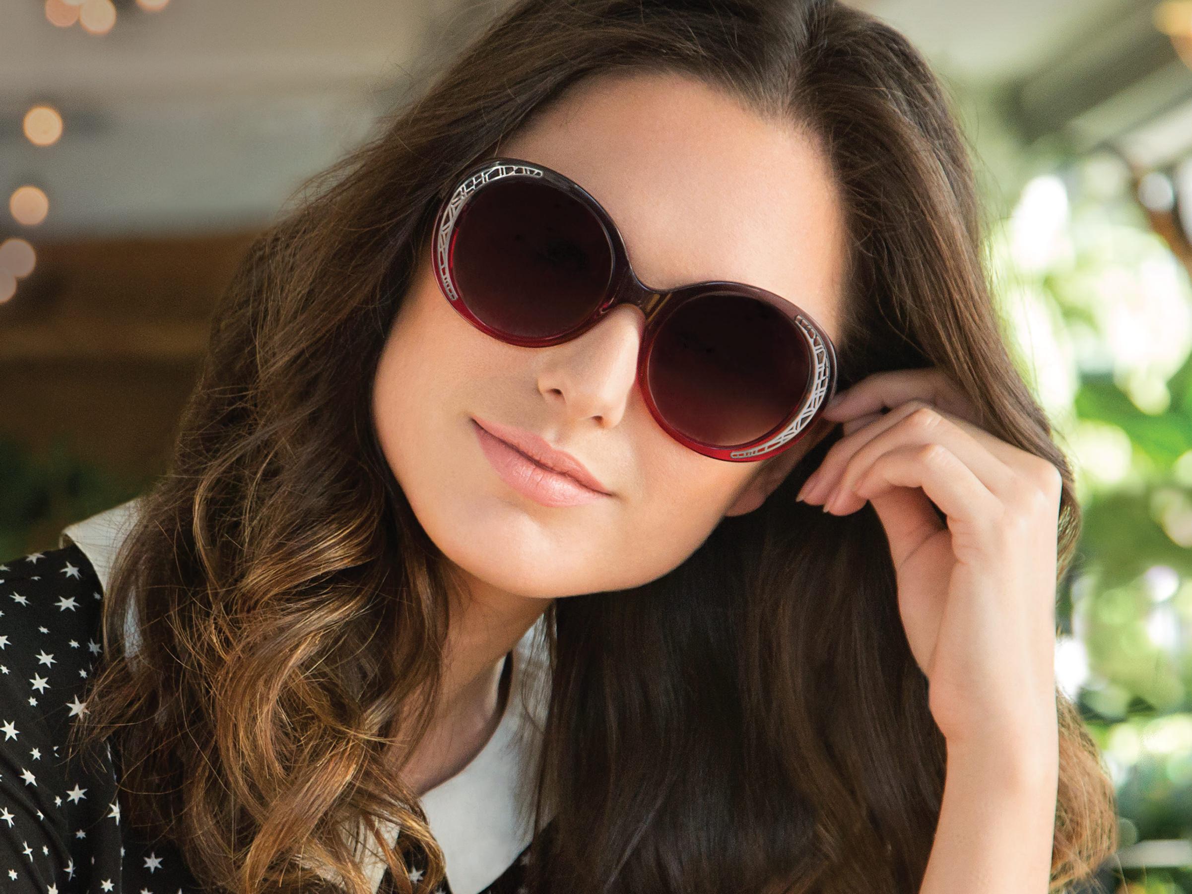 Фотографии девушек в очках в солнечных