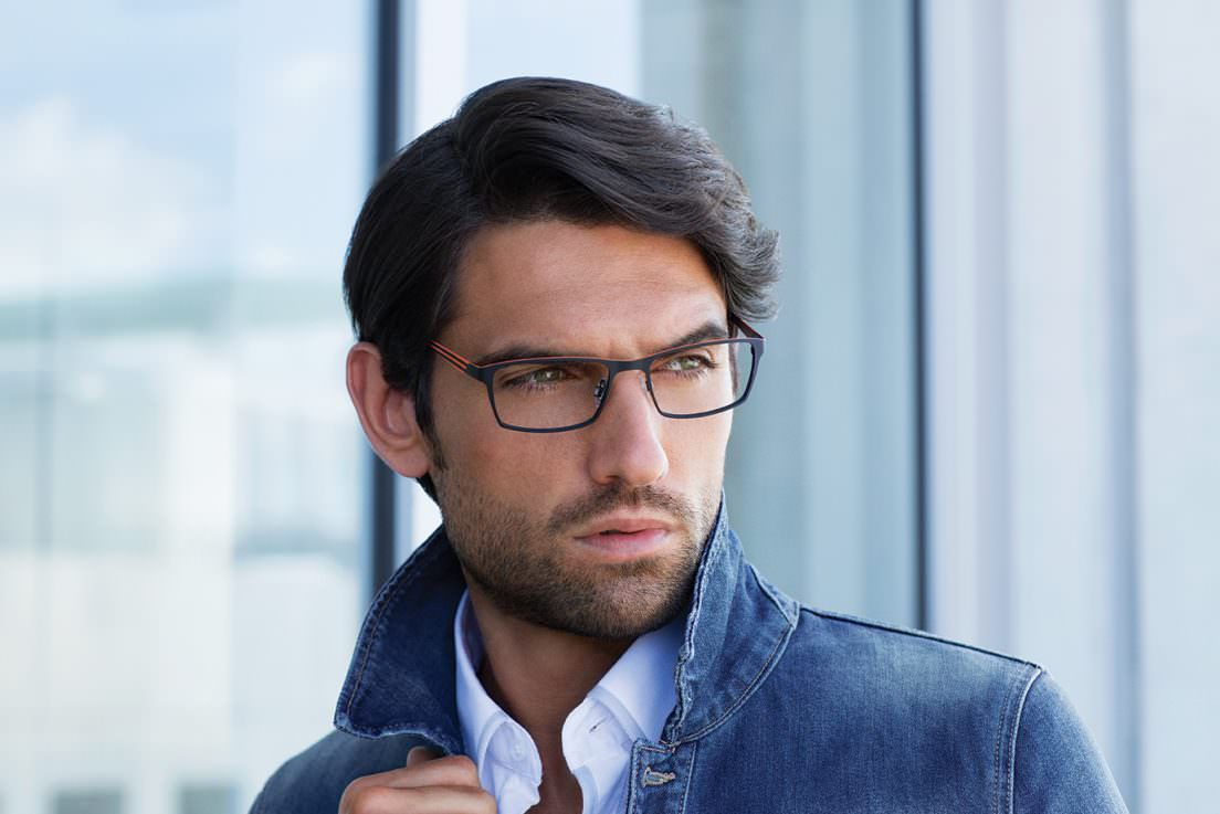 Man wearing EVATIK E-9094 metal eyeglasses in navy/orange.