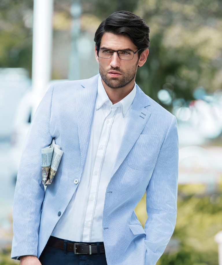 Man wearing EVATIK E-9100 metal eyeglasses in blue/tortoise.